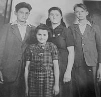 Vlevo manžel pamětnice Andreas Valchopulos v roce 1950 v Československu