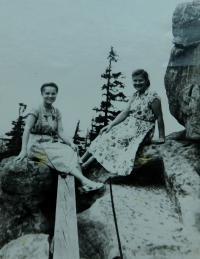 Vlevo Elefteria Popovská (Vlachopulu) během pobytu v Polsku
