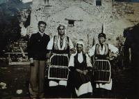 Ženy v tradičních makedonských krojích obce Prasino (Tarnovo)