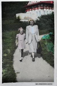 Gertruda Ješonková s matkou Lýdií Talagovou / Luhačovice