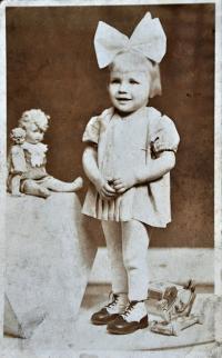 Gertruda Ješonková / Ostrava / asi 1943