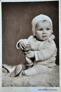 Gertruda Ješonková / Ostrava / asi 1942