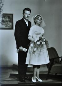 Miroslav a Gertruda Ješonkovi / svatební snímek / Ostrava / 1961