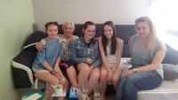 Milada Jelínková s žákyněmi z projektu Příběhy našich sousedů