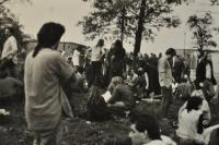 """""""Náš poslední pořádný androš"""" / takhle později nazval Jan Král a další lidé koncert undergroundových kapel pod dohledem příslušníků VB v Orlové / 23. září 1989"""