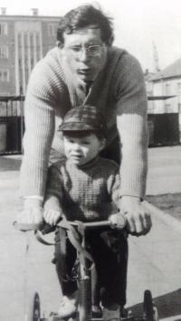 Se synem Viktorem, Aš 1967