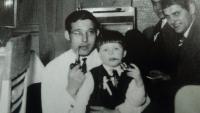 Na svatbě  - počátky kuřáka, Aš 1968