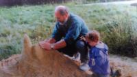 S vnučkou Mařenkou, Podhradí 1998