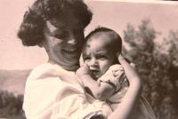 Elisheva Gidron with her son, 1952