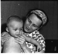 Libuše Šedinová se synem, 1965
