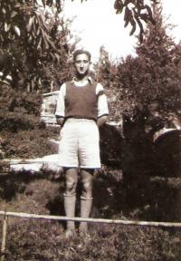 Juditin nastávající, později manžel Moni (Moshe) Königsberg jako osmnáctiletý mladík. 1940.