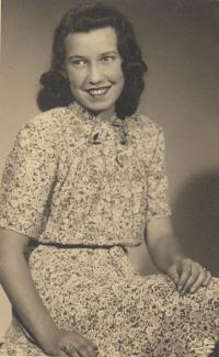 Jana Dubová ve věku 15 let (1941)