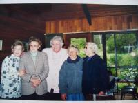 Přítelkyně z koncentračního tábora Merzdorf, zleva Lotka, Helena (sestřenice, obě žijí v Austrálii), Milena (žije v Americe), sestry Eva a Věra Nettlovy (žijí v Austrálii)