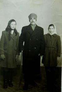 Dědeček Andreas Tcapas a sestry Irini a Vasiliki