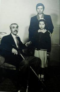 Dědeček Andreas Tcapas s matkou a sestrou pamětnice