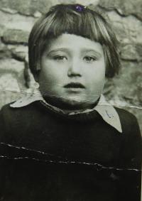 Irini Tcapasová (Bulgurisová) v roce 1948 v Albánii