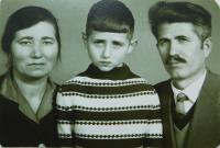Rodiče Evgenie a Vangelis Tcapas se synem Apostolem