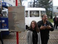 Jiří Fajmon na tramvajové zastávce signatářů Charty 77 v Liberci