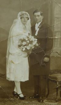 Svatební fotografie rodičů Antona a Alžběty Ringových v roce 1930
