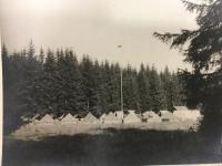 """Skautský tábor u řeky Teplá na """"Ovčí louce"""" v roce 1947"""