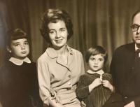 Maminka s prarodiči