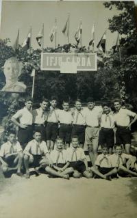 Řecké děti v dětském domově v maďarské obci Högyesz. Sterios Kiriazopulos třetí zprava
