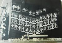 Tablo průmyslové školy v Havlíčkově Brodě, kde studoval Sterios Kiriazopulos