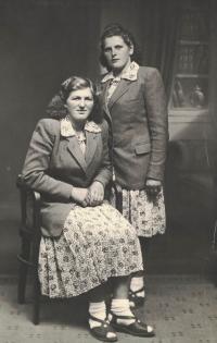 Kamarádka Herta Lux a Hedvika Moserová