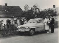 Svatební fotografie manželů Bartschových v roce 1961