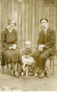 Malý Konstantin Karger s matkou Julií a otcem Konstantinem