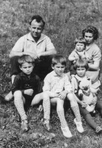 Manželé Kargerovi s dětmi