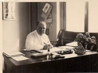 2. J. J. Pála v pracovně