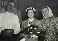 Květoslava Blahutová's wedding photo / stepfather Josef Kubica on the left / aunt and stepmother Anežka Kubicová on the right