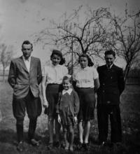 Květoslava Blahutová in the middle / cousin Josef Kubica on the left / cousins Maria and Anna Kubicová / brother Leo Ulmann / ca. 1939