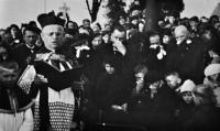Funeral of Květoslava's birth mother Jenufa Ulmannová / 1935