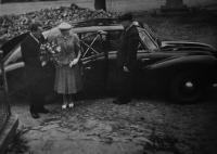 Květoslava Blahutová with her husband Antonín Blahut / wedding photo / the car for the wedding, incl. the driver, was lent to them by the director of the Vítkovice Ironworks of Klement Gottwald Václav Belfín / 1953