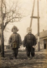 1959, se sestrou Janou