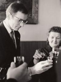 Jan Kůrka s maminkou Boženou, rok 1968