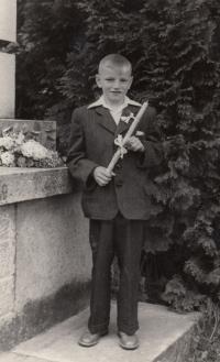 Jan Kůrka u svatého přijímání, rok 1953