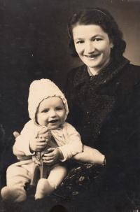 Jan Kůrka, půlroční, s maminkou Boženou