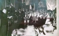Přijetí starostou v Paříži (Libuše Lacinová v kroji)
