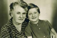 Maminka Zdeňka Paciny s jeho dcerou Jiřinou