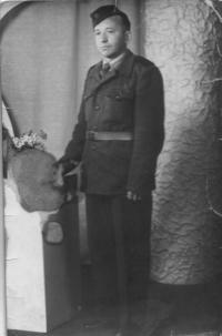 Manžel Václav v uniformě PTP 1952