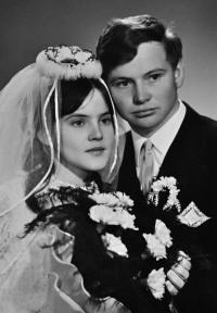 Miluše a Josef Bannertovi / svatební fotografie / 1969