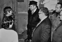 Josef Bannert / vlevo / předává hlášení o splnění rekorud / ředitel Rudných dolů Zlaté Hory Jaroslav Janák / s brejlemi / vpravo / asi 1977