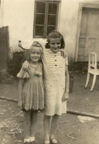 Emilie with her cousin Liduška Šulková in Nemšová in 1941