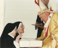 Slavomíra during canonization of St. Zdislava in Rome with the pope John Paul II. 21.5.1995