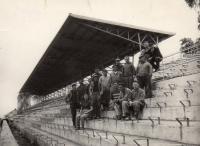 Stavba Zimního Stadionu Litvínov 1955 Manžel stojící nahoře 5. zprava