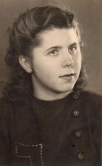 Stanislava - rok před svatbou 1947