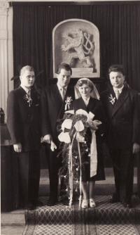 Svatba Miroslava a Evženie Hamplových v roce 1955